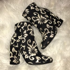 6 1/2 Gold Black White Brocade Ankle Boots Bamboo